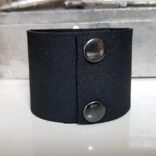 Load image into Gallery viewer, Spiral Leather Cuff
