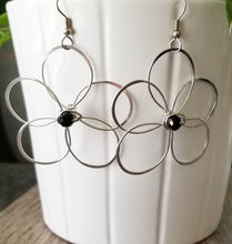 Load image into Gallery viewer, Black Flower Earrings