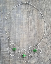 Load image into Gallery viewer, Flower Necklace Green