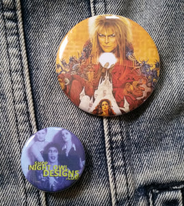 Labyrinth pin back button