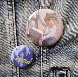 Kermit and Piggy Reading pin back button