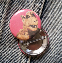 Alf (red background) pin back button