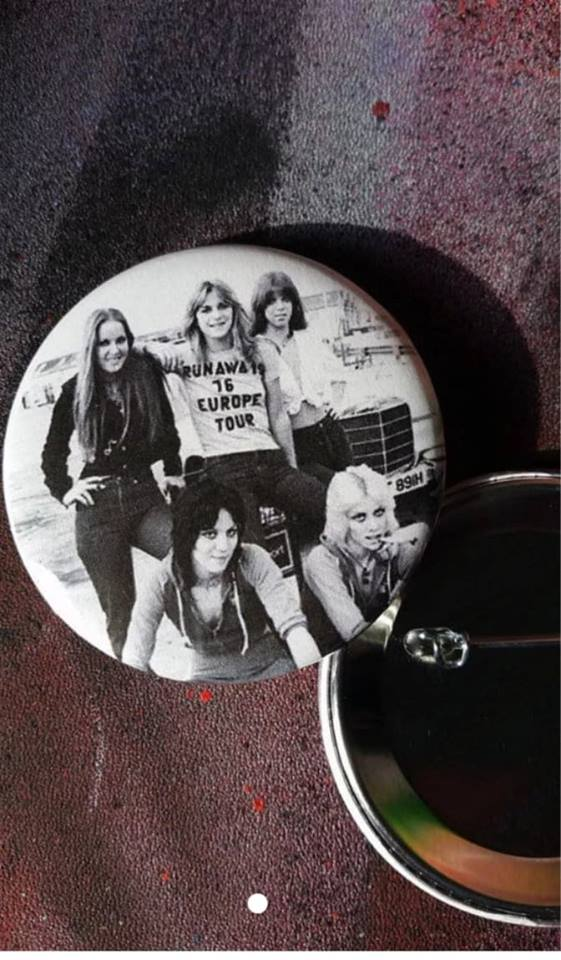 Runaways pin back button