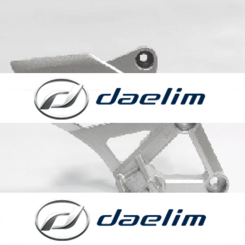 Genuine Front Right Footrest Bracket Daelim Vj125 Vjf125