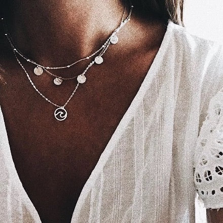 Kika disc wave necklace
