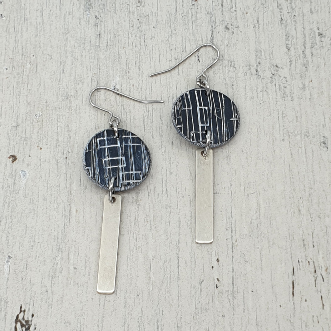 Inise Bar Isle Earrings - Black and Silver Strikes