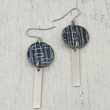 Load image into Gallery viewer, Inise Bar Isle Earrings - Black and Silver Strikes