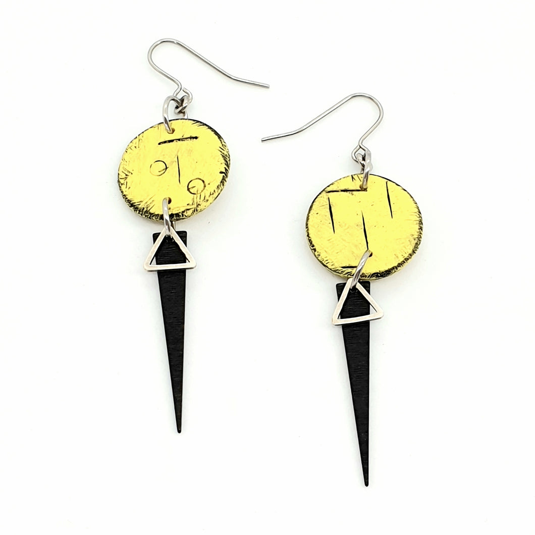 Inise Strikes Isle Earrings - Yellow and Black
