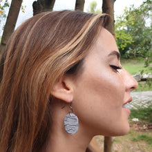 Load image into Gallery viewer, Odalys Earrings - White Black