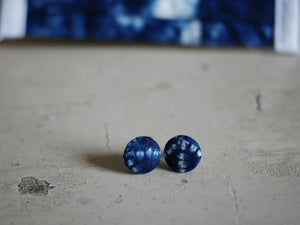 Tie dye button earrings.