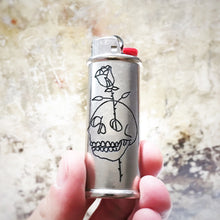 Load image into Gallery viewer, Skull and Rose Hand-Engraved Lighter Sleeve