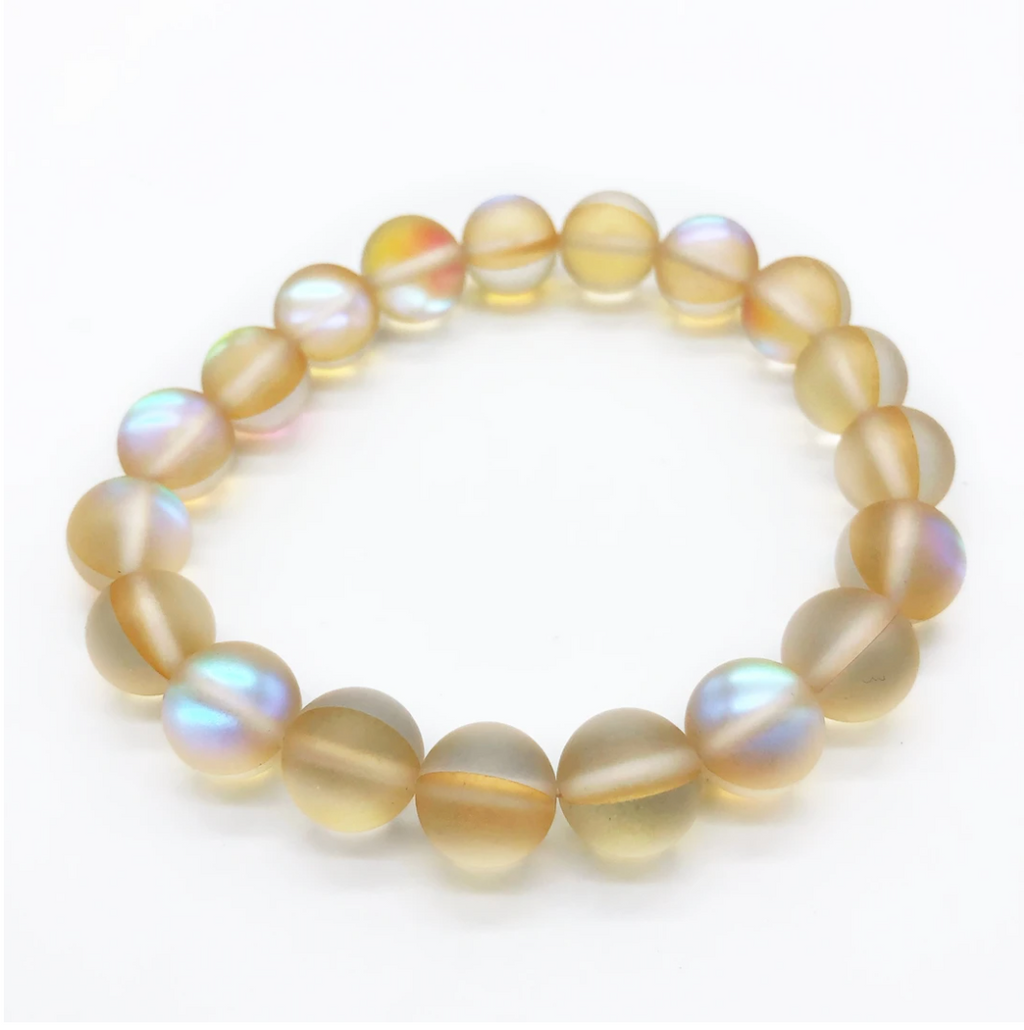 Bracelet made of ivory iridescent beads