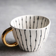 Load image into Gallery viewer, picture of a handmade mug 18