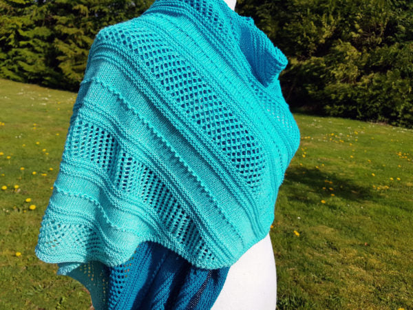 Knitted Glacia Shawl by Canadutch