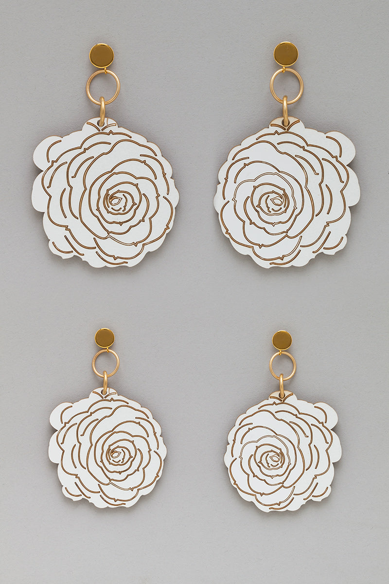 Flower Earrings in White/Gold look