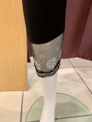 Capris with silver mesh flower front A21726