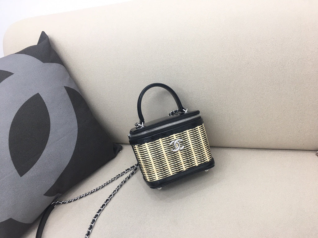 CHANEL RATTAN VANITY BAG TQ