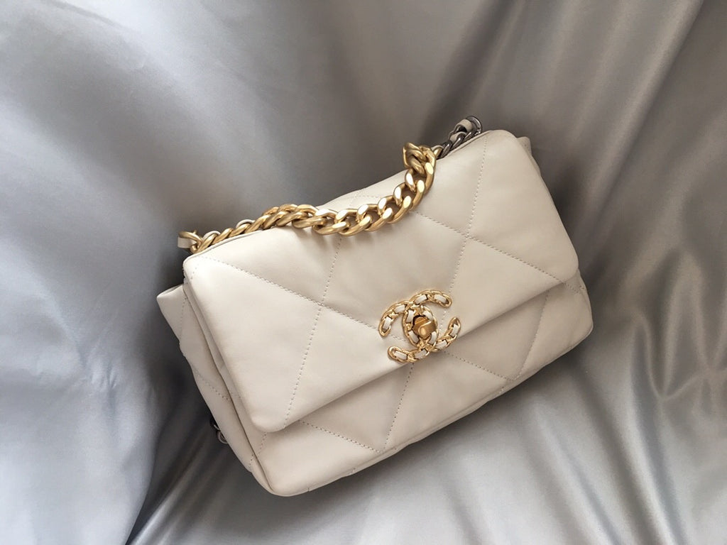 CHANEL 19 MEDIUM FLAP BAG