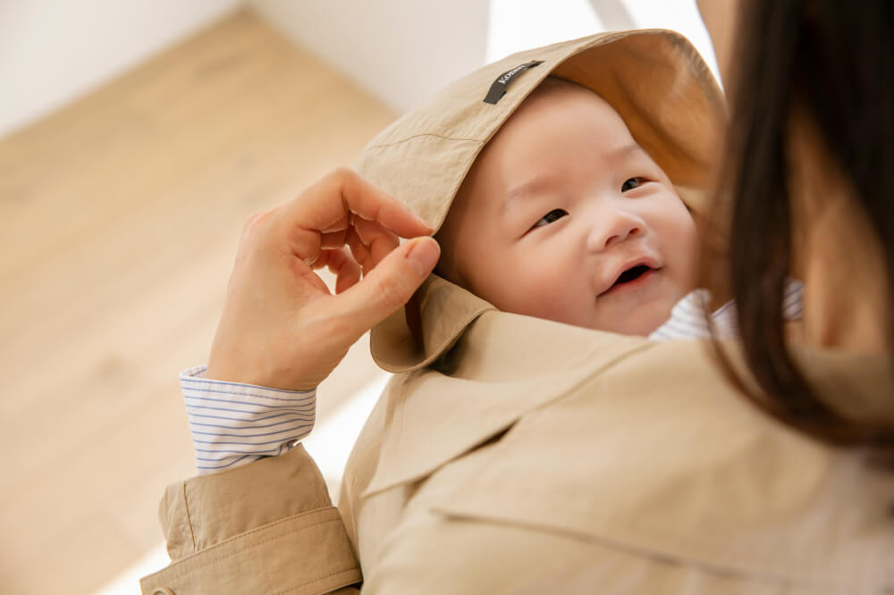 Konny Babywearing Trench is a trench coat worn with the baby. Outings with the baby become lighter and more beautiful