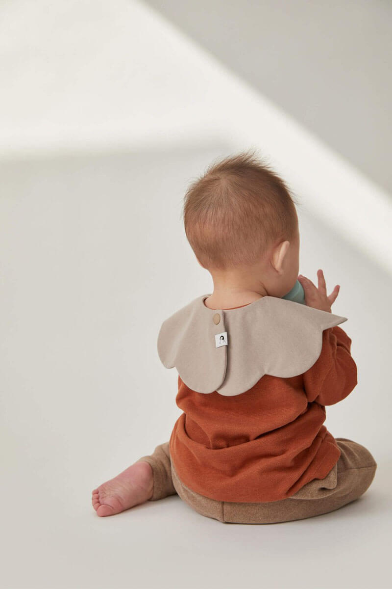 Konny Baby Bib keeps you and your baby dry. 360˚ rotatable, decorative & functional. Compare with any sling carriers, Made from antibacterial fabric that is ultra soft and absorbent