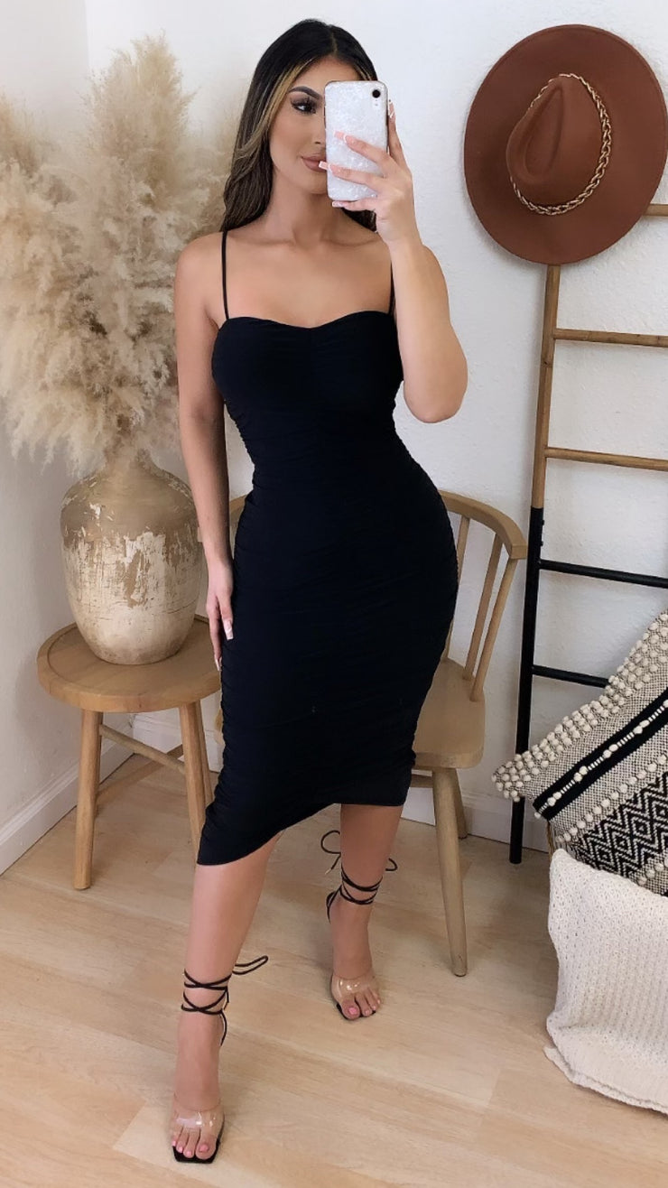 Roulette Scrunched Midi Dress (Black)