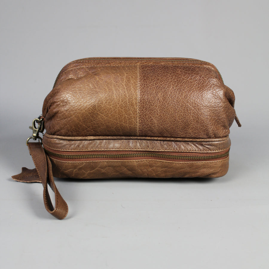 leather-large-leather-wash-bag-side