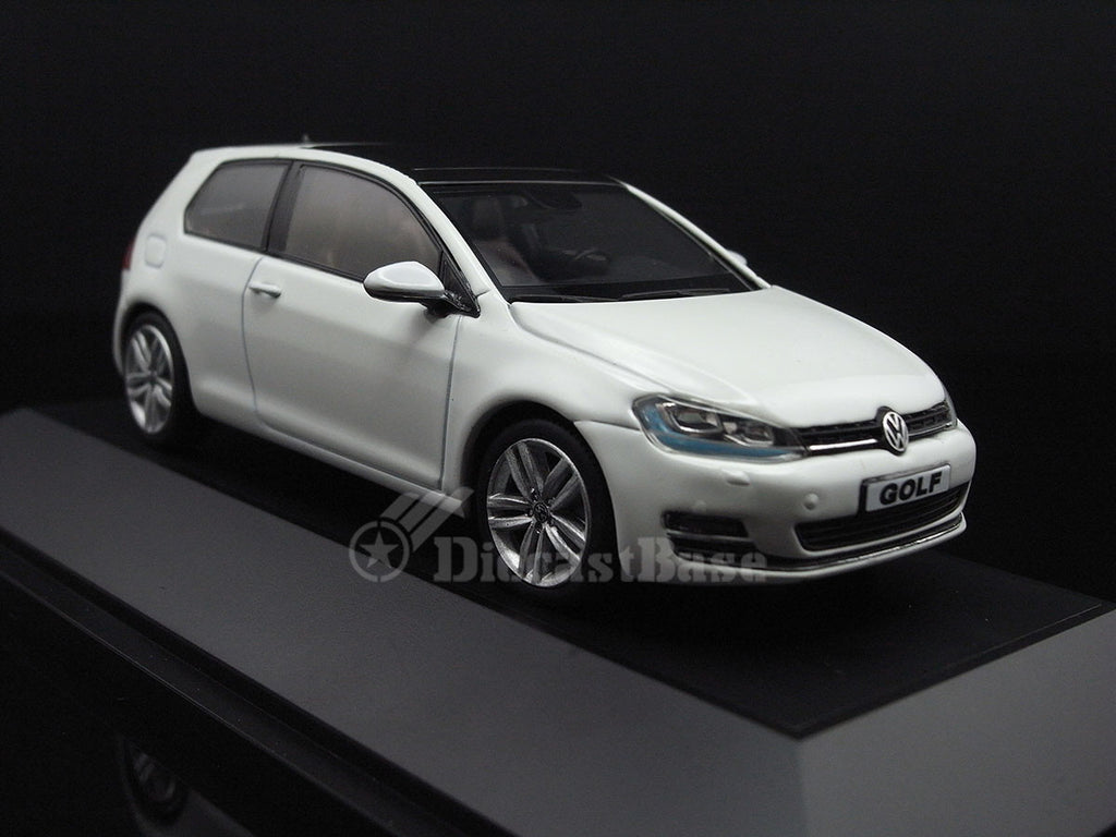 herpa 070690 1 43 volkswagen golf vii 2 doors pure white vw diecast mo. Black Bedroom Furniture Sets. Home Design Ideas