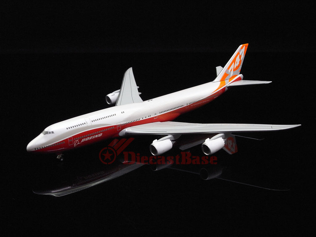 Hogan Wings 5415 1/400 BOEING 747-8 Rollout On Ground N6067E House Colors Diecast Model Commercial Aircraft Civil Aviation