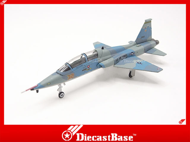 Hogan Wings Model 7303 1/200 T-38C USAF 64th FWS (Aggressors) Nellis AFB NV Red 32 Grape Scheme 23632 1:200 M-Series Diecast Military Aircraft Model