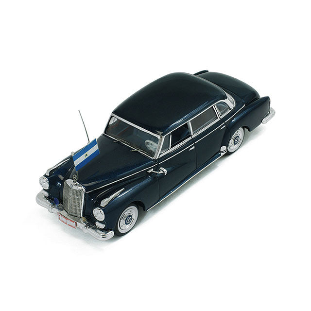 1/43 Mercedes 300D Limousine IXO CLC187 Model Road Car ~ top view ~ taken by DiecastBase