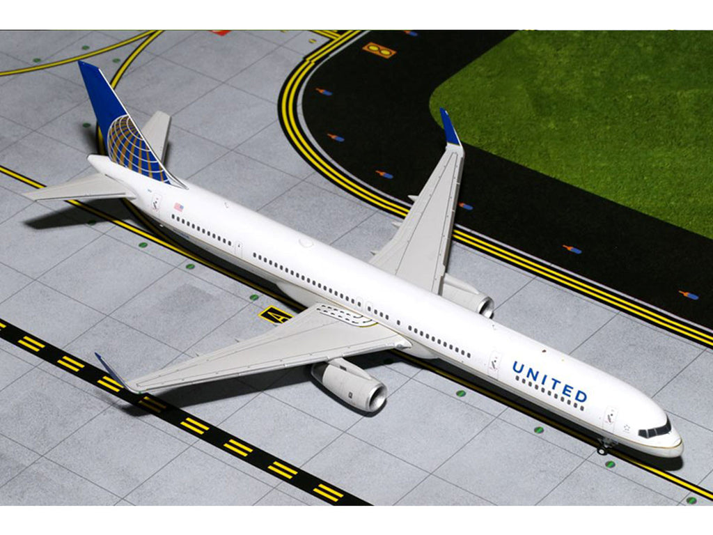 1/200 Boeing 757-300(W) UNITED Airlines (N75858) Gemini 200 GeminiJets G2UAL498  ~ top view ~ taken by DiecastBase