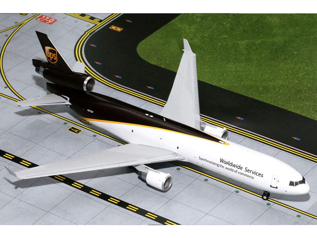 1/200 McDonnell Douglas MD-11F UPS (N277UP) Gemini 200 GeminiJets G2UPS433  ~ top view ~ taken by DiecastBase