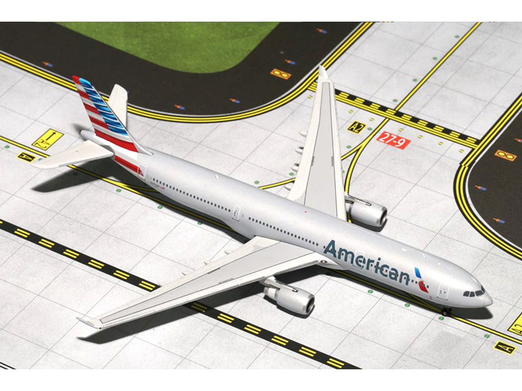 "1/400 Airbus A330-300 AMERICAN Airlines ""New Colors"" (N270AY) GeminiJets GJAAL1455  ~ top view ~ taken by DiecastBase"