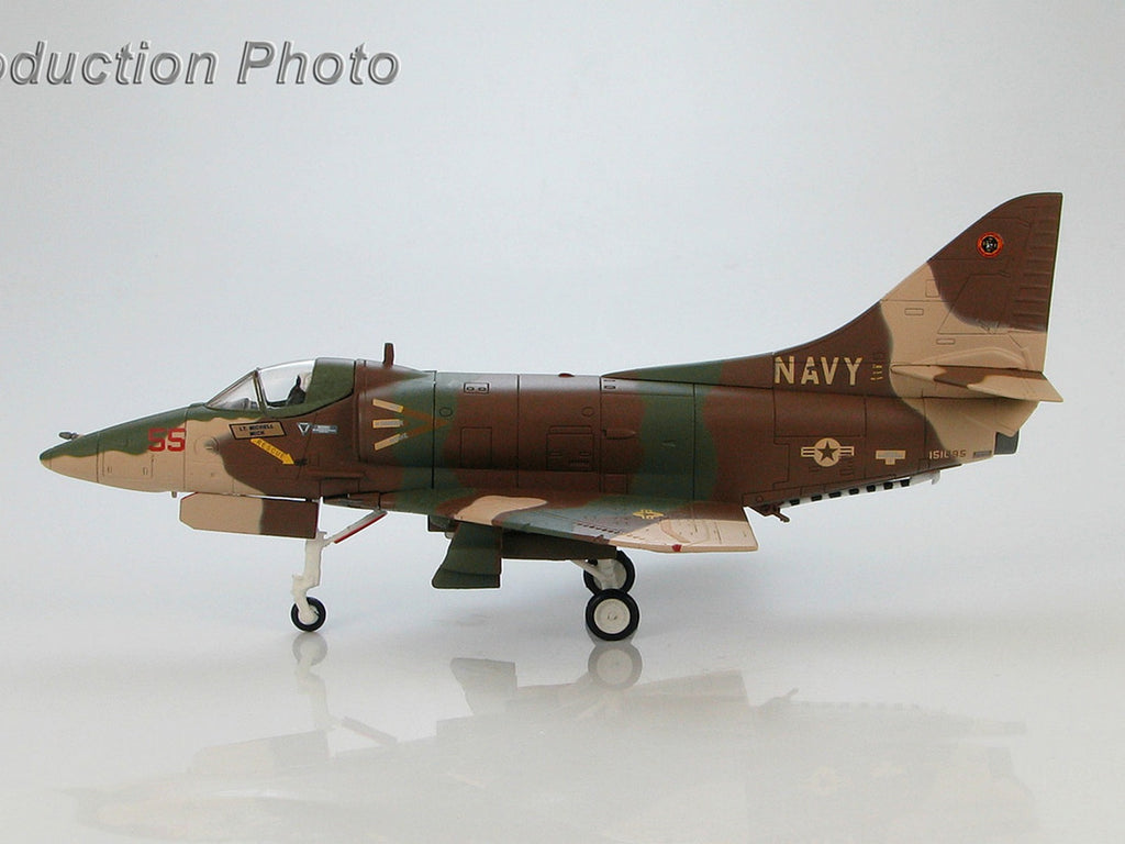 "HOBBYMASTER HA1421 1/72 Douglas A-4E Skyhawk ""Top Gun"" No.55 BuNo 151095 of Lt. Mitchell ""Mick"" Military Jet"