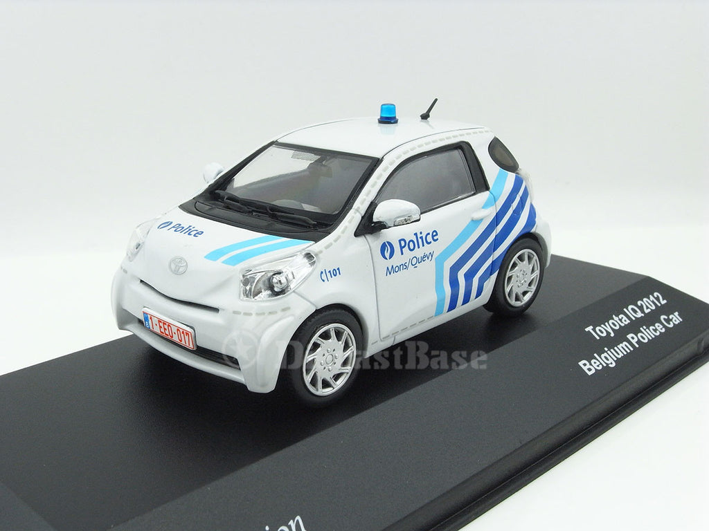 1/43 Toyota iQ J Collection JC181  ~ top view ~ taken by DiecastBase