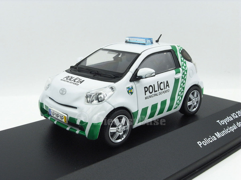 1/43 Toyota iQ J Collection JC301  ~ top view ~ taken by DiecastBase