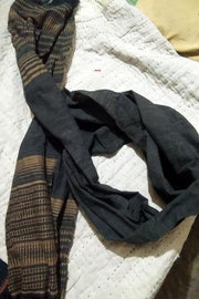 Indian Artizans - Kala Cotton Black and Grey Stole