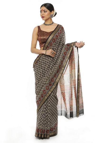 Indian Artizans - Black And Maroon Block Print Maheshwari Saree With Zari And Peacock Motifs Border