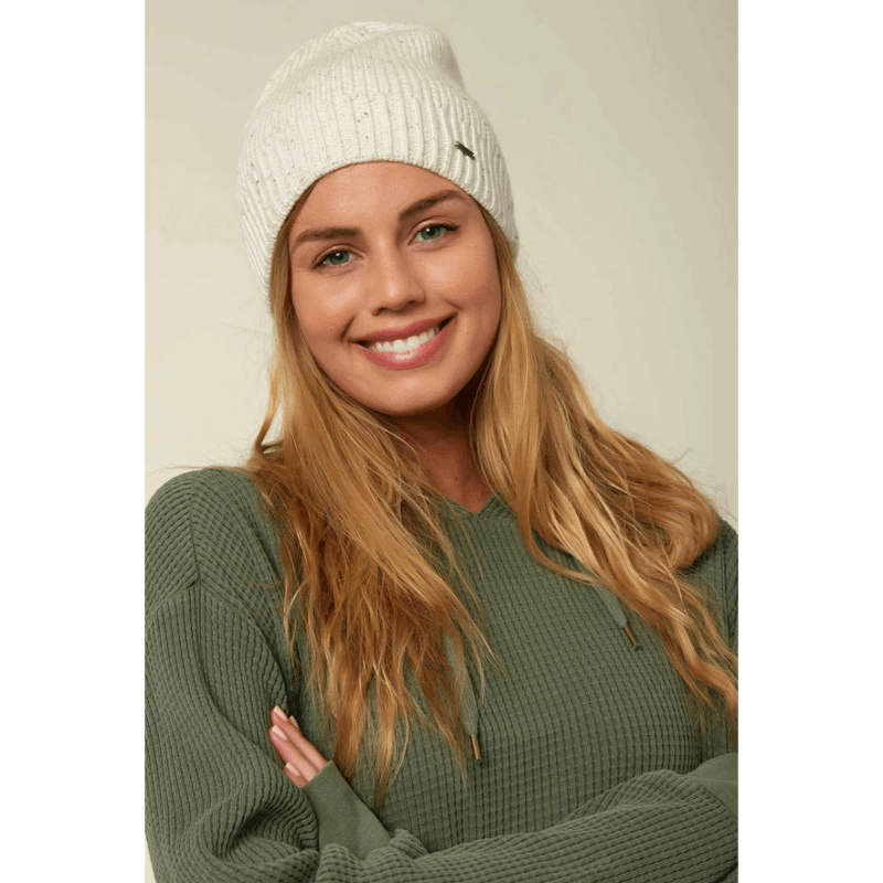 winter white cuffed beanie o'neill with metal badge