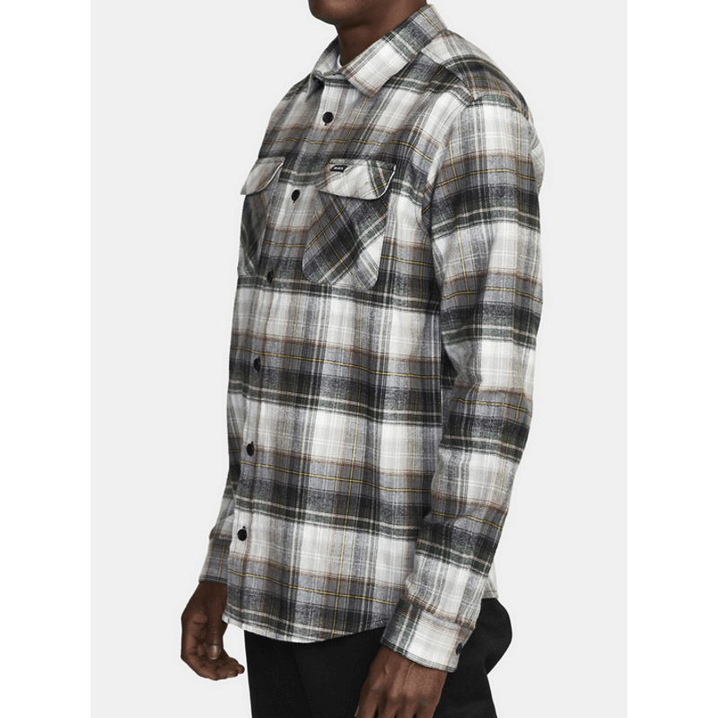 two chest pockets on mens everson flannel long sleeve shirt