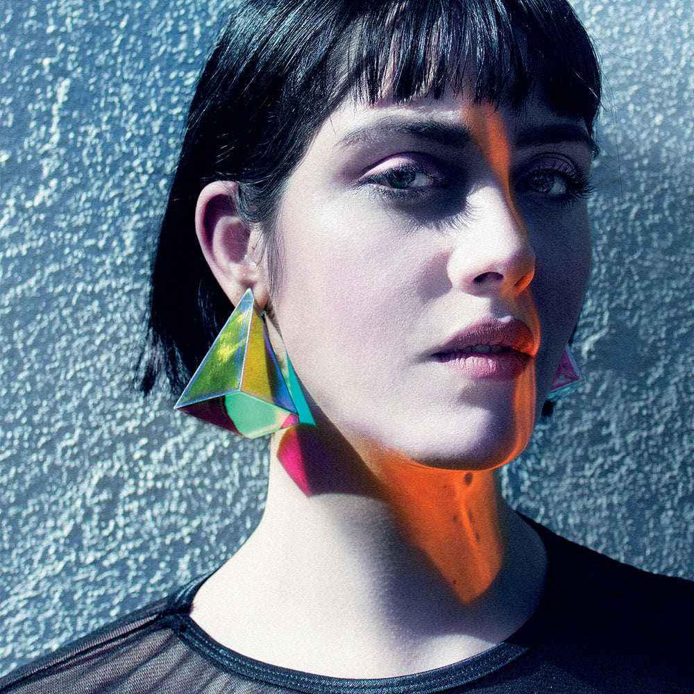 Geometric and volumetric earrings with changing color effects. Limited series of 5 pieces from Iridiscencias collection. Made by Cristina Armesilla. Handmade Jewelry in Madrid. Ursula Villalta del Blanco. Contemporary jewelry & fun. Exclusive Jewellery