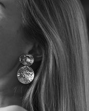 Load image into Gallery viewer, HAMMERED EARRINGS CLIPS