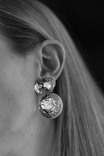 Load image into Gallery viewer, HAMMERED EARRINGS STUDS