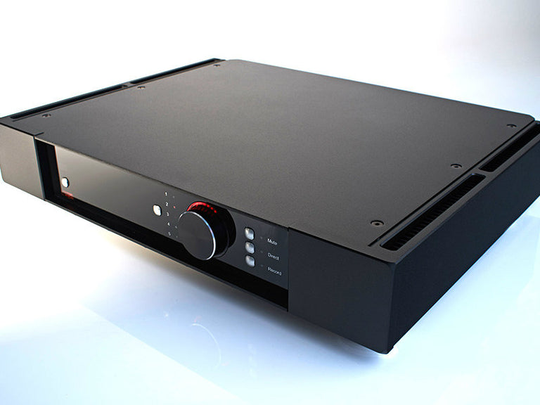 Rega Research Elicit-R integrated amplifier top corner angled view amplificador integrado