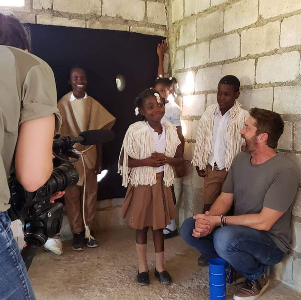 Gerard Butler directs Nativity play in Haiti