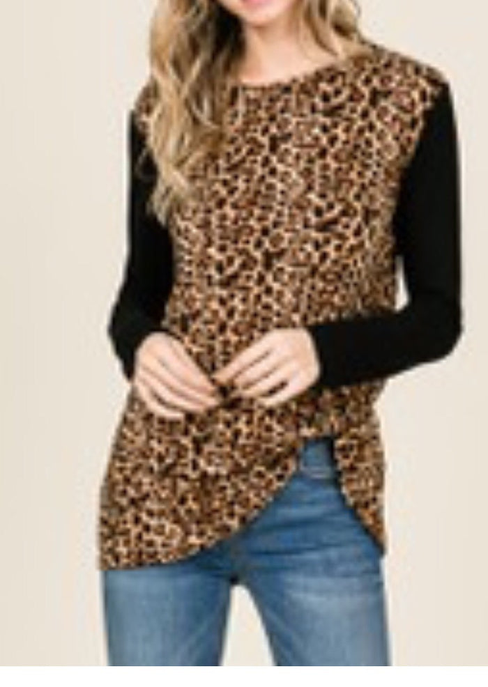 Leopard shirt with black sleeves