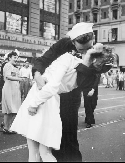"Famed 8""x10"" Professional World War 2 Victory Times Square Kiss Metallic Photo Print"