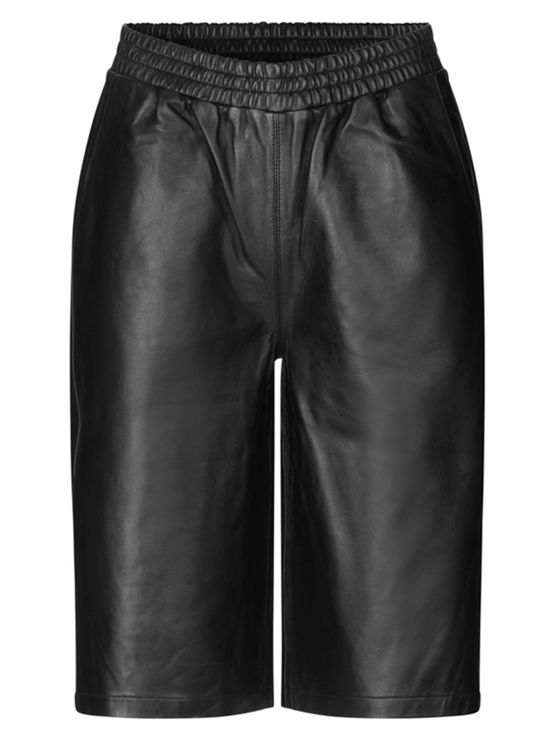 Just Femalen paso leather short värissä Black.