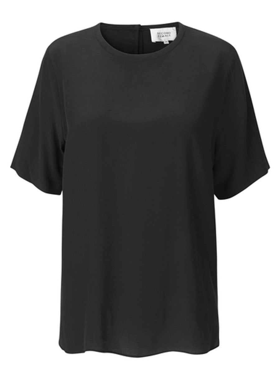 Second Femalen Tonga Silk T-shirt värissä Black.