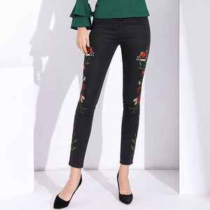 Garemay Stretch Jeans With Embroidery Capri Black High Waisted